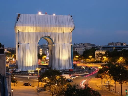 Триумфальная арка Парижа в пленке